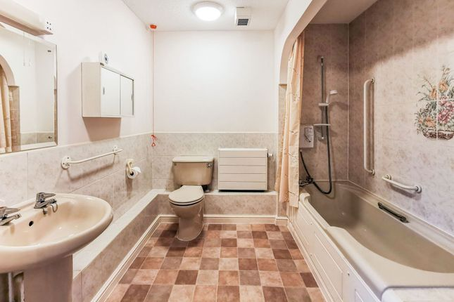 Bathroom of Minster Court, Bracebridge Heath, Lincoln LN4