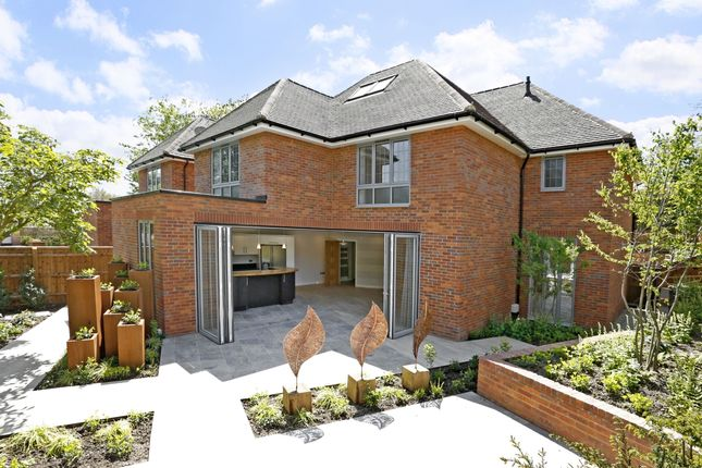 Thumbnail Detached house to rent in West Street, Marlow