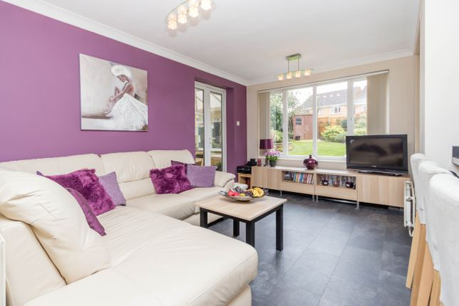 Family Room of Charlbury Close, Wellingborough NN8