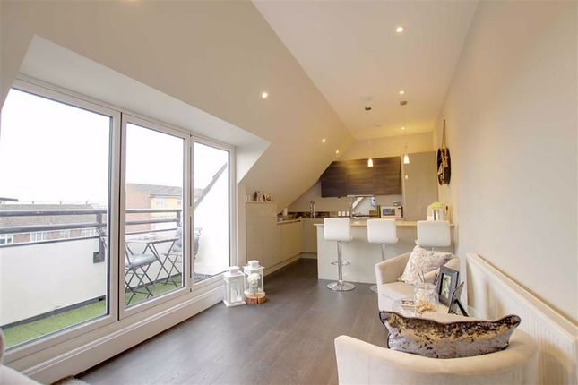 Thumbnail Flat to rent in Southgate Road, Potters Bar, Hertfordshire