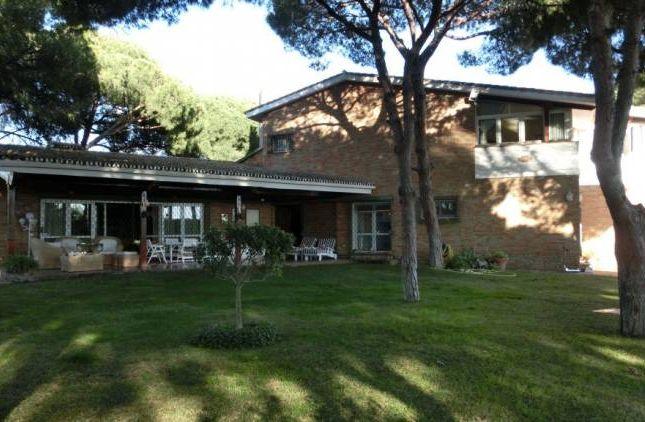 Thumbnail Villa for sale in Marbella Este, Marbella (Artola), Andalucia, Spain