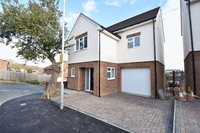 Thumbnail Detached house for sale in Taunton Avenue, Luton