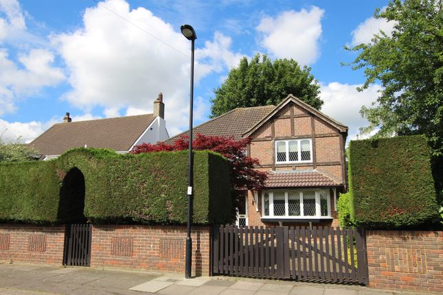 Thumbnail Detached house for sale in Queen Annes Grove, Enfield