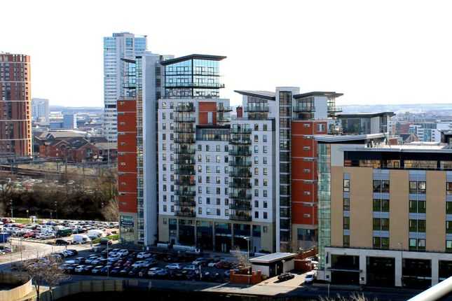 2 bed flat to rent in Whitehall Waterfront, Riverside Way, Leeds