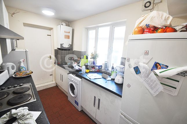 Thumbnail Flat to rent in Queens Cresent, Kentish Town, Camden Town, London