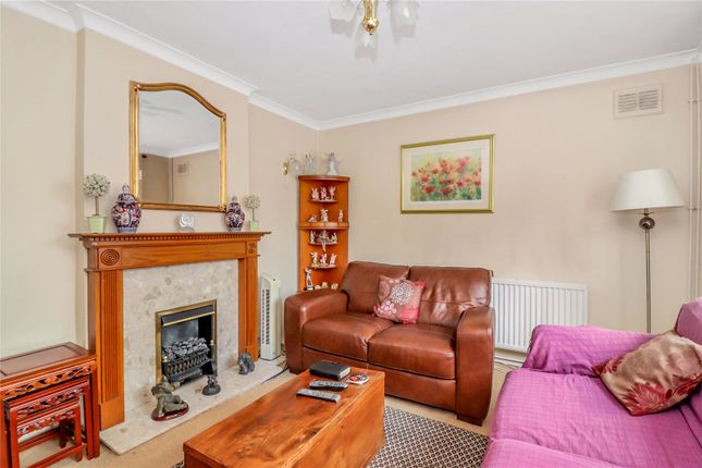Sitting Room of Blackthorn Close, Watford WD25