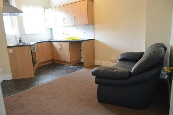 Thumbnail Flat to rent in Hartshill Road, Hartshill, Stoke-On-Trent