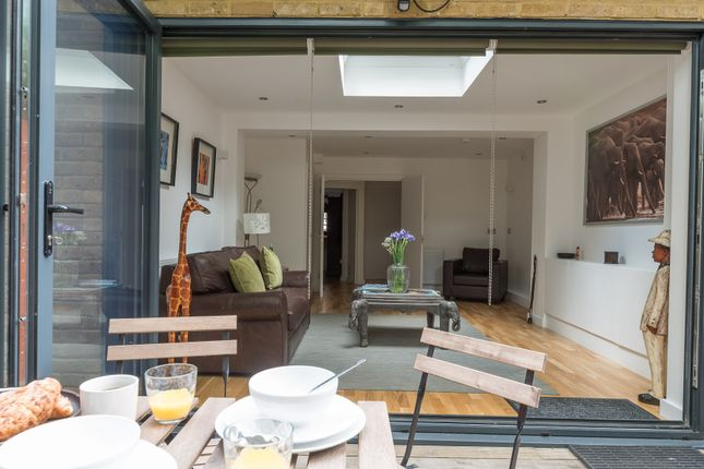 Thumbnail Flat to rent in Pump House Close, London