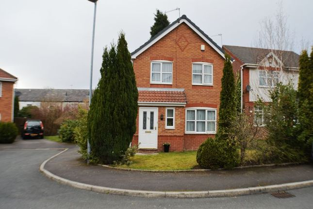 Thumbnail Detached house to rent in North Way, Hyde
