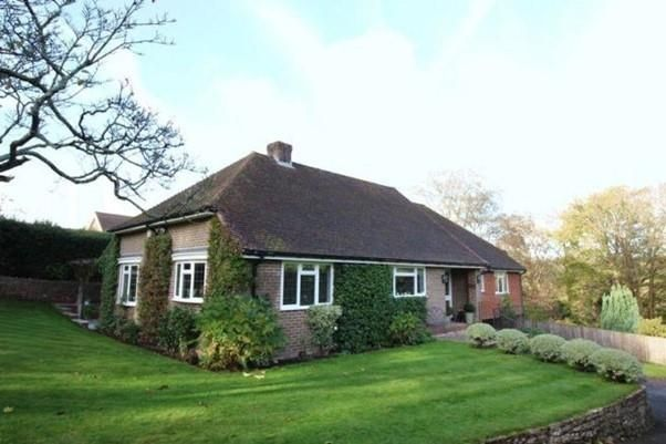 3 bed detached house to rent in Courts Mount Road, Haslemere GU27