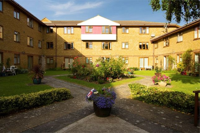 Thumbnail Flat for sale in Outwood Common Road, Billericay, Essex