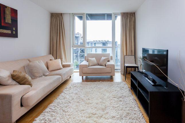 2 bed flat to rent in Hooper Street, Aldgate