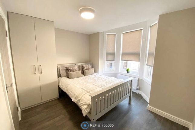 Room to rent in Riverdale Road, London