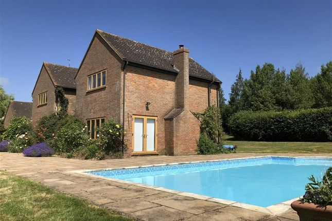 Thumbnail Detached house to rent in Bicester Road, Kingswood, Aylesbury Buckinghamshire