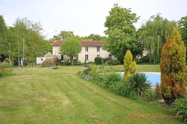 Thumbnail Farmhouse for sale in Asnières-Sur-Blour, Vienne, 86430, France