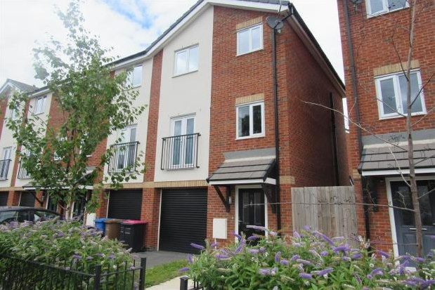 Thumbnail Town house to rent in Robert Hall Street, Salford