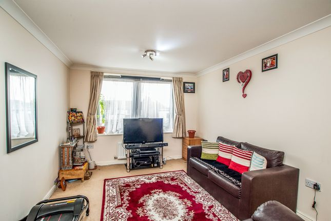 Thumbnail Flat for sale in Harwoods Road, Watford