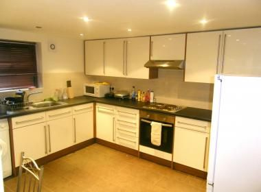6 bed terraced house to rent in 36 Brudenell Mount, Hyde Park