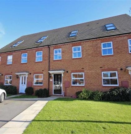 Thumbnail Town house for sale in Priors Grove Close, Chase Meadow Square, Warwick