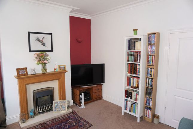 3 bed terraced house to rent in Victoria Grove, Leeds LS9