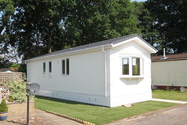 Thumbnail Mobile/park home for sale in Martins Park, Sandy Lane, Farnborough