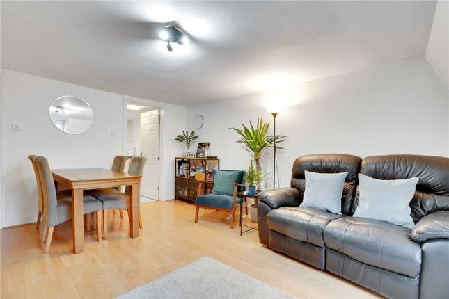 1 bed flat to rent in Tower Bridge Road, London SE1