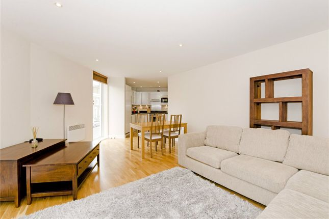 2 bed flat to rent in Basire Street, London