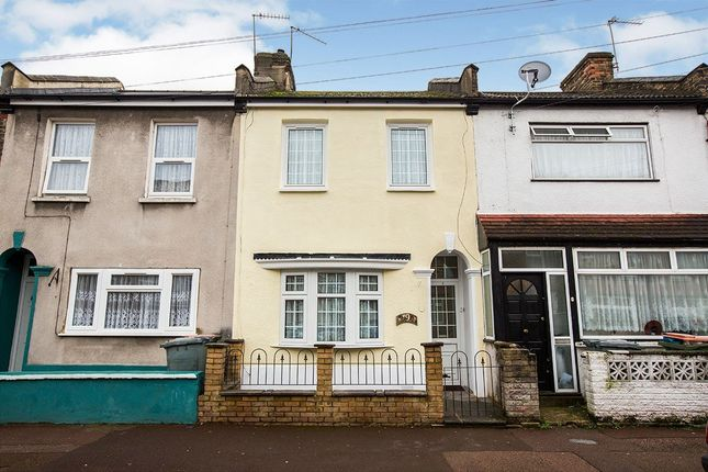Terraced house for sale in Avenons Road, London