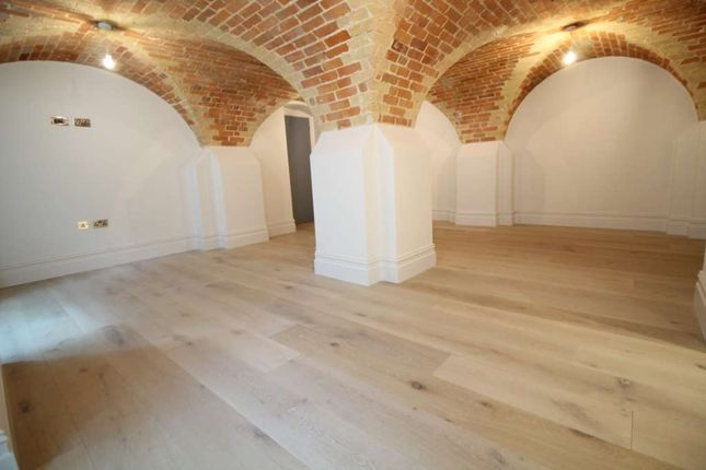 Thumbnail Flat for sale in Magistrates House, Brentford