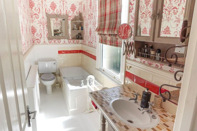 En-Suite of Wellingborough Road, Finedon NN9