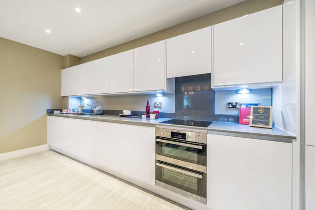 Thumbnail Flat for sale in Lion Wharf, Isleworth