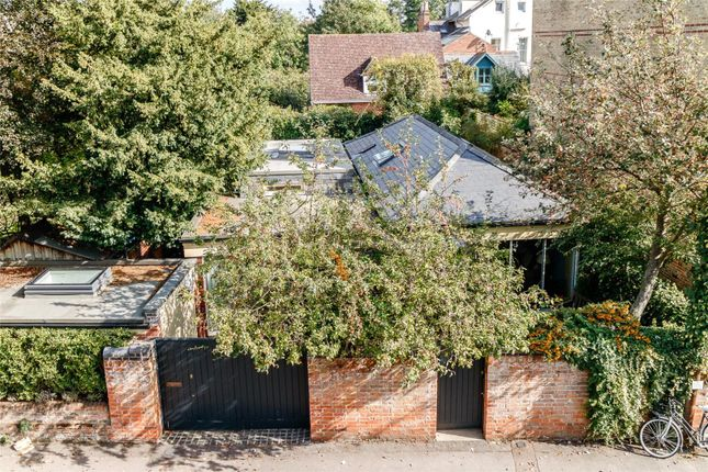3 bed detached house for sale in Winchester Road, Oxford