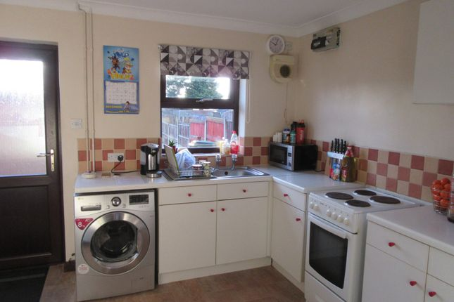 2 bed semi-detached house to rent in Pennygate, Spalding PE11