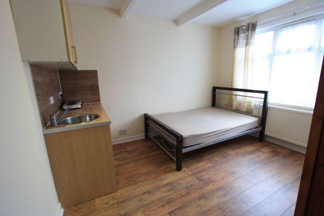 Studio to rent in Beckford Road, Croydon CR0