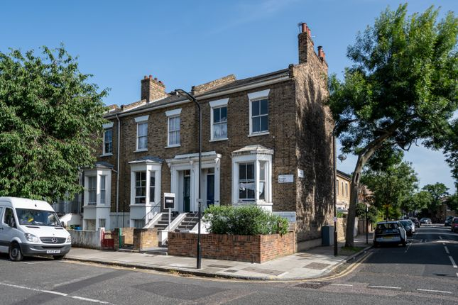 2 bed flat to rent in Forest Road, London Fields, London E8