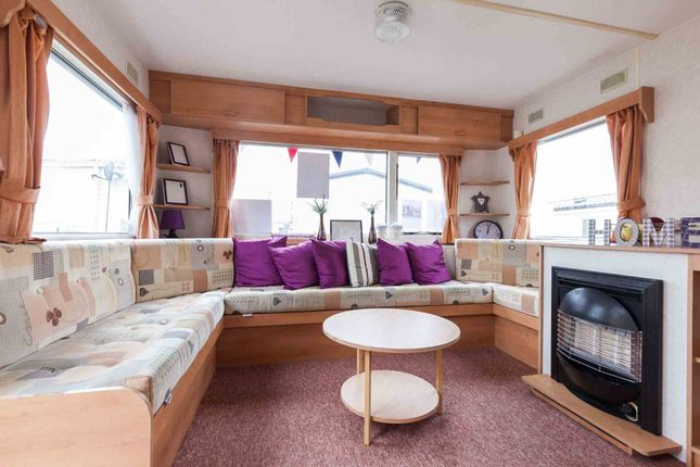 2 bed mobile/park home for sale in Walton Avenue, Felixstowe