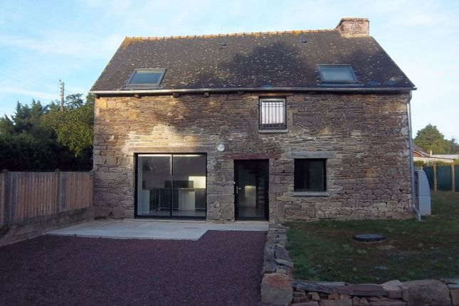 Detached house for sale in Neant-Sur-Yvel, Bretagne, 56430, France