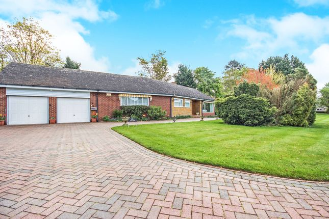 Thumbnail Bungalow for sale in Moreton Paddox, Moreton Morrell, Warwick, Warwickshire