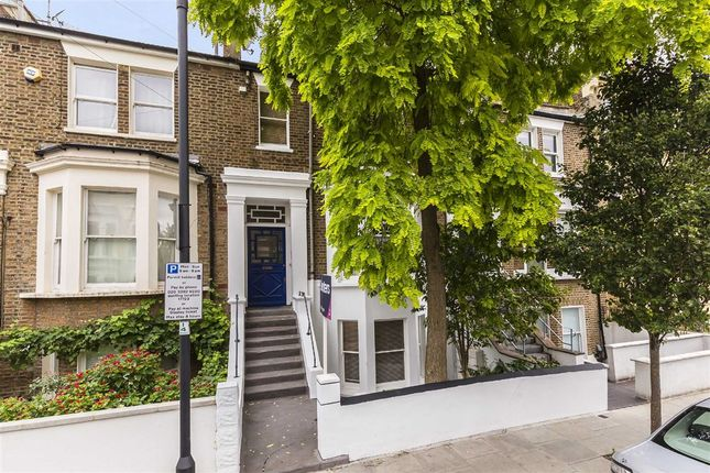 2 bed flat to rent in Devonport Road, London