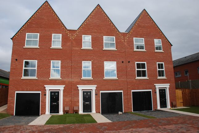 Thumbnail Town house to rent in Virginia, Virginia Street, Ipswich