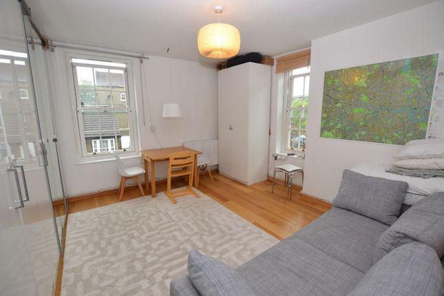 Thumbnail Flat to rent in Walnut Tree Walk, London