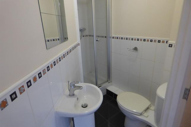 En Suite of Winchester Court, West View Road, Boothtown HX3