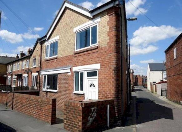Thumbnail Flat to rent in Smawthorne Lane, Castleford, West Yorkshire