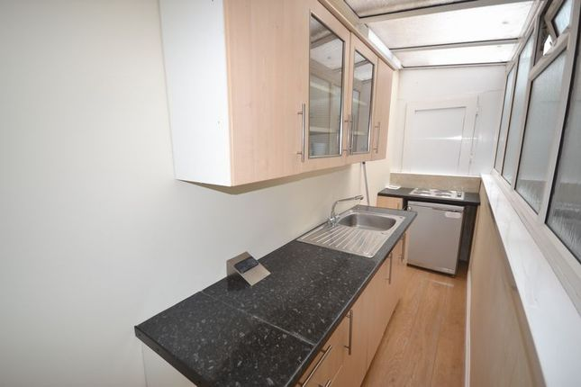 Thumbnail Flat to rent in Morfa Lane, Carmarthen