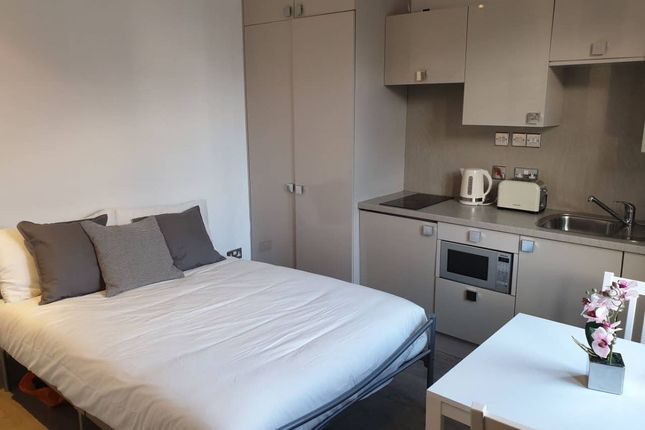 Studio to rent in The Grove, London