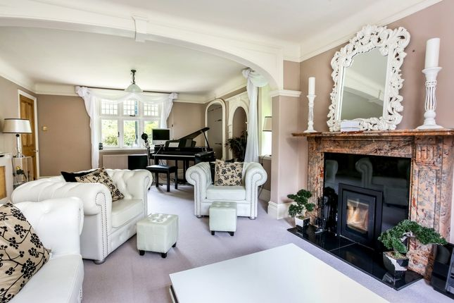 Thumbnail Detached house to rent in Basingstoke Road, Greenham, Thatcham