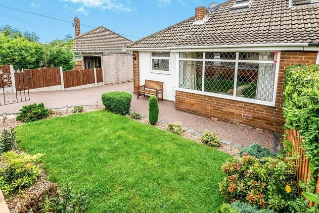 Thumbnail Bungalow to rent in Park Road, Clayton West, Huddersfield