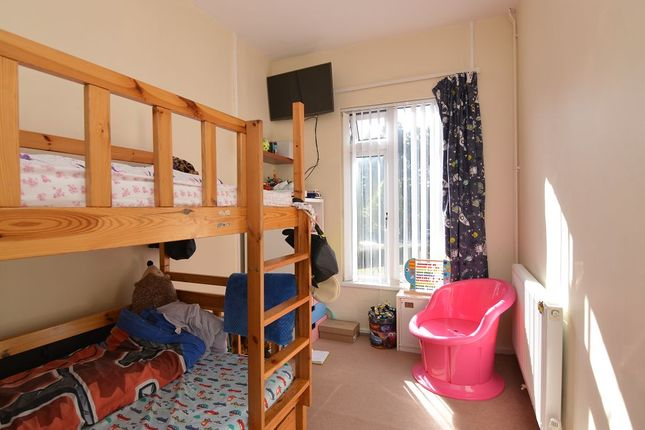 Thumbnail Flat to rent in Dukes Ride, Crowthorne, Berkshire