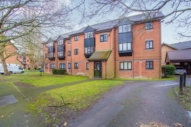 Thumbnail Flat to rent in Willenhall Drive, Hayes