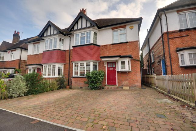 4 bed property to rent in Meadow Road, Pinner, Middlesex